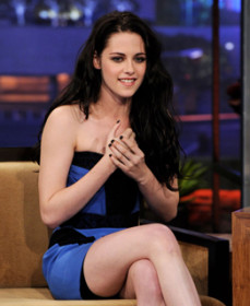 Even svelte start like Kristen Stewart rely on the slimming power of shapewear. But her peek-a-boo moment is shared with the world.
